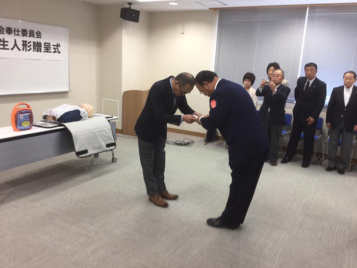 訓練用心肺蘇生人形・AED贈呈式