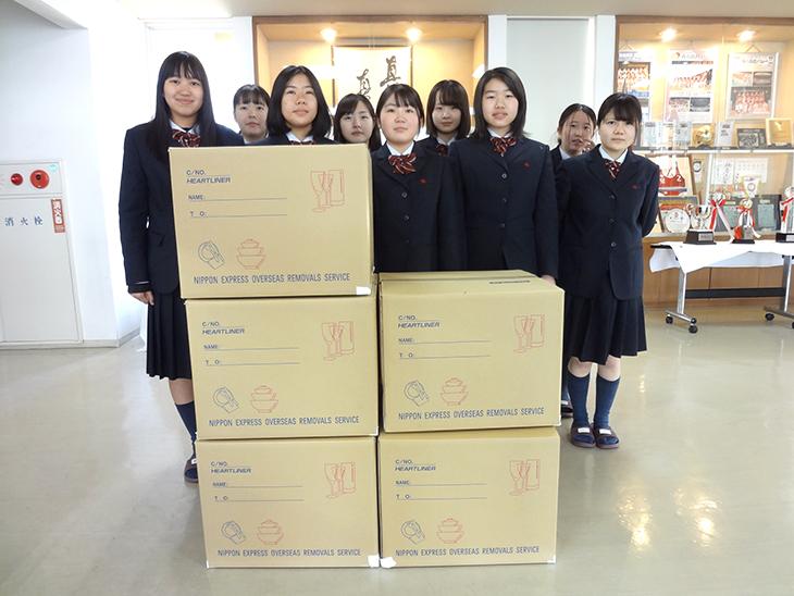 タイの子供たちにシューズを贈呈(中津RC)