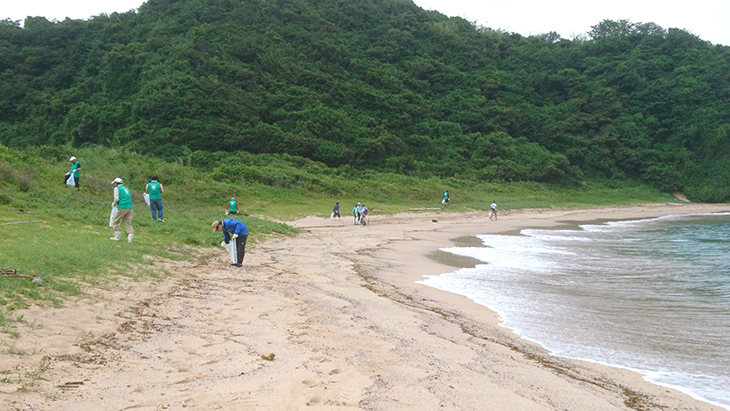 茂串海水浴場海岸清掃及び漂着ゴミ調査(牛深RC)