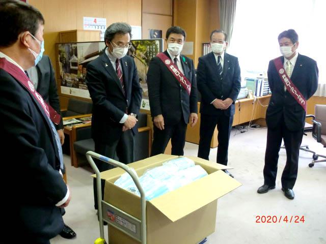 医療従事者へマスクの寄贈(杵築RC)